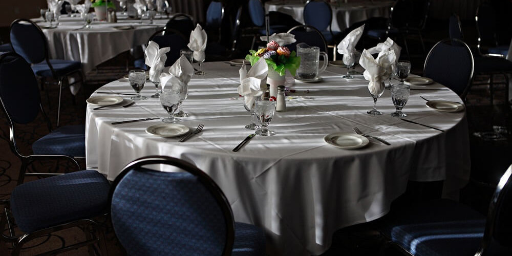 Banquet table room layout /closed pod seating arrangement